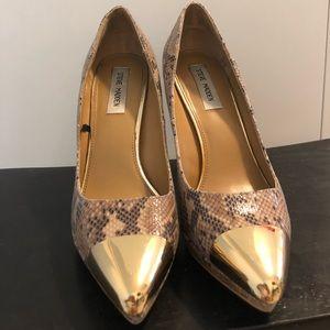 Snake skin & gold metal toe pumps 8.5